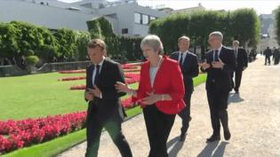 Emmanuel Macron et Theresa May à Salzbourg le 20 septembre 2018 (CAPTURE ECRAN FRANCE 3)