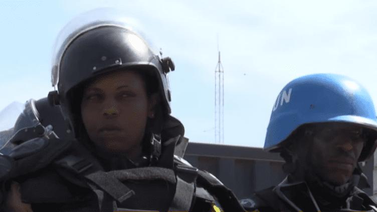 Elles sont envoyées par la police rwandaise...ces femmes sont déployées par les Nations Unies au Soudan du Sud. Aujourd'hui elles patrouillent dans ce camp de déplacés à Juba...leur mission : apporter en priorité un soutien aux femmes et aux enfants... (france 24)