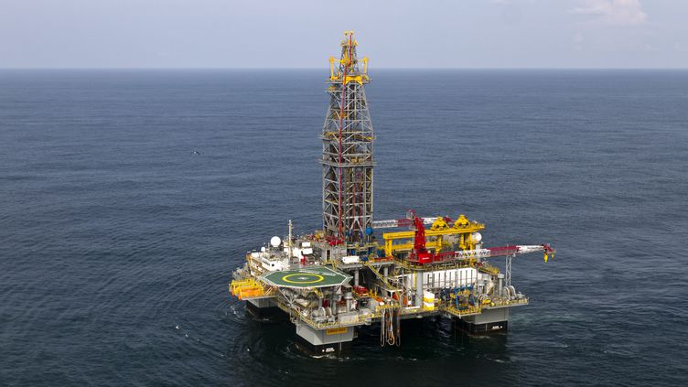 Une plateforme offshorede la compagnie Tullow Oil au large de la Guyane, le 18 septembre 2011. (JODY AMIET / AFP)