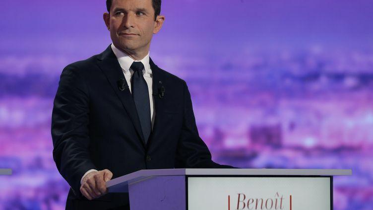 Le candidat à l'élection présidentielle Benoît Hamon lors du premier débat de la primaire de la gauche, le 12 janvier 2017. (PHILIPPE WOJAZER / AFP)