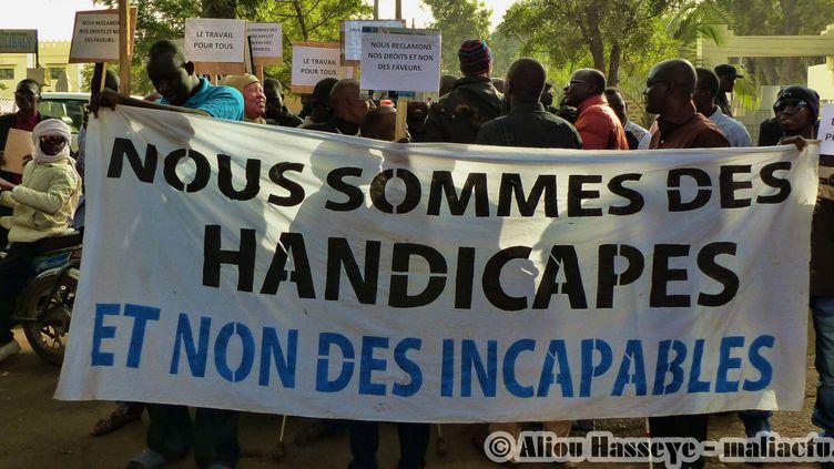 Des diplômés maliens en situation de handicap manifestent à Bamako pour leur intégration dans la fonction publique. (Capture d'écran du site maliactu)