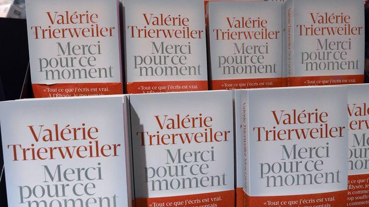 Le livre de Valérie Trierweiler s'est écoulé à 145 000 exemplaires entre sa sortie, le jeudi 4 septembre 2014, et le dimanche suivant. (PASCAL GUYOT / AFP)