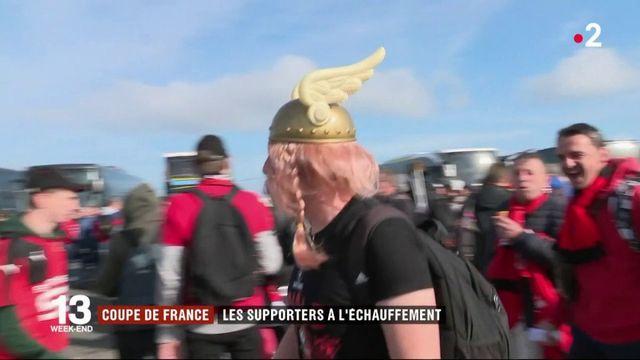 Football : les supporters de Rennes à l'échauffement avant la finale de Coupe de France contre le PSG