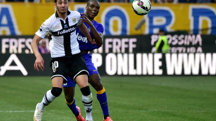 Ishak devance Angelo Ogbonna (GIUSEPPE CACACE / AFP)