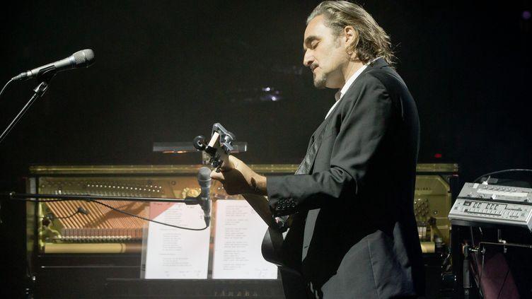 Stephan Eicher en concert avec ses automates  (DANIEL KARMANN / DPA)