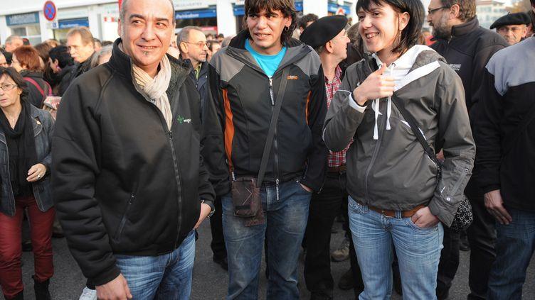 Josu Esparza Iraizoz (au centre), militant basque espagnol, lors d'une manifestation pour une solution démocratique au Pays basque, le 10 décembre 2011, à Bayonne (Pyrénées-Atlantiques). (GAIZKA IROZ / AFP)