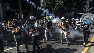 Des heurts ont éclaté dans une manifestation contre Nicolas Maduro, à Caracas (Venezuela), le 20 mai 2017. (JUAN BARRETO / AFP)