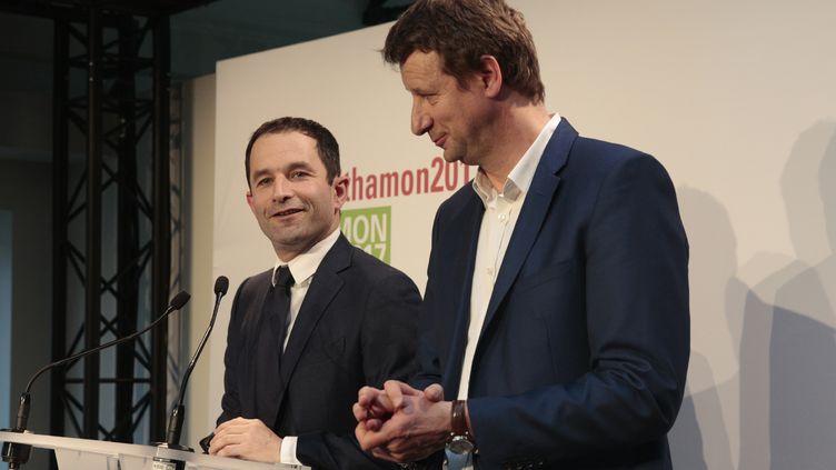 Benoît Hamon et Yannick Jadot, le 26 février à Paris. (GEOFFROY VAN DER HASSELT / AFP)