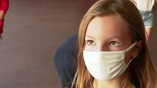 Covid-19:l'obligation du port du masque à l'école primaire bientôt levée dans certains départements. (CAPTURE ECRAN / FRANCEINFO)