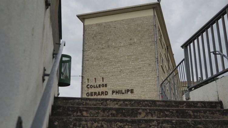Un bâtimentdu collège Gérard-Philipe, à Chauvigny (Vienne), où plusieurs personnes infectées par le coronavirus ont été identifiées. (GUILLAUME SOUVANT / AFP)