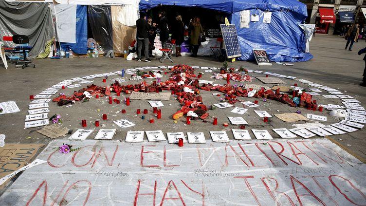 Des témoignages de soutien sur laPuerta del Sol de Madrid où plusieurs femmes mènent une grève de la faim depuis le 9 février, contre les violences machistes. (MAXPPP)