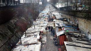 Le camp de Romsinstalléboulevard Ney dans le 18e arrondissement à Paris, le 31 janvier 2016. (ALAIN JOCARD / AFP)
