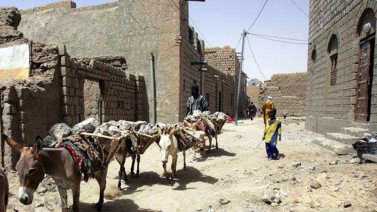 Des habitants de Tombouctou (Mali), le 11 avril 2006. (ISSOUF SANOGO / AFP)