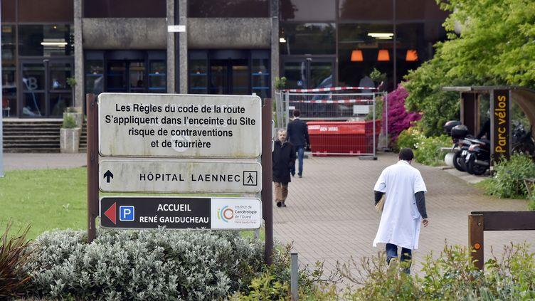 Une entrée du CHU de Nantes (Loire-Atlantique), le 5 mai 2015. (GEORGES GOBET / AFP)