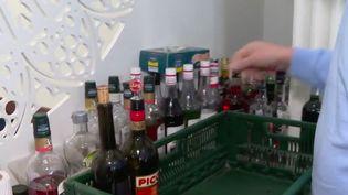 La vente et la consommation d'alcoolserontdésormais interdites sur la voie publique. Jean Castex a a annoncé l'extension de cette mesure déjà en vigueur à Strasbourg (Bas-Rhin) à l'ensemble du territoire, jeudi 1er avril. (FRANCE 3)