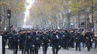 DesCRS mobilisés pour le maintien de l'ordre lors de la manifestation contre la réforme des retraites le 5 décembre 2019, près de la place de la Nation, à Paris. (LP/OLIVIER LEJEUNE / MAXPPP)