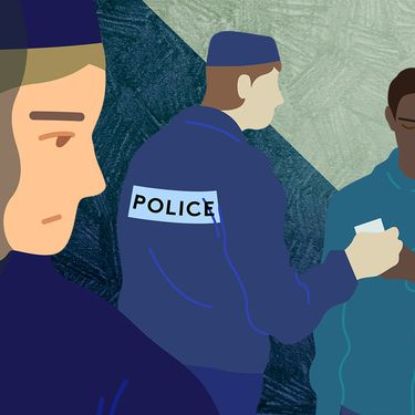 En 2019, vingt-deux enquêtes engagées contre des policiers pour des propos racistes ont été transmises à la justice, selon le ministre de l'Intérieur.  (JESSICA KOMGUEN / FRANCEINFO)