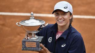 Iga Swiateka remporté son troisième titre après son succès au WTA 1000 de Rome dimanche 16 avril. (FILIPPO MONTEFORTE / AFP)