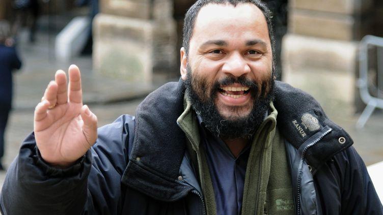 Dieudonné, le 3 février 2011, devant le palais de justice de Paris. (BERTRAND GUAY / AFP)