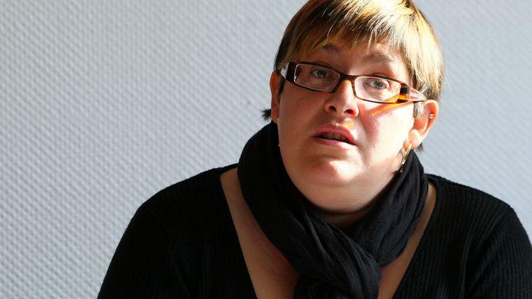 Anne-Marie Costa, caissière au magasin Cora de Mondelange (Moselle), donne une conférence de presse, le 27 octobre 2011 à Mondelange. (KARIM SIARI/ LE REPUBLICAIN LORRAIN / MAXPPP)