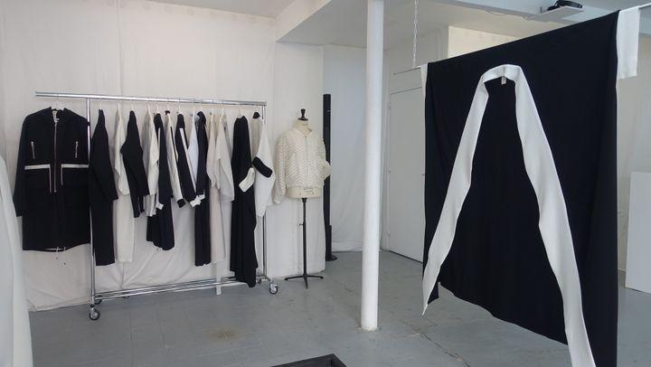 A droite, le grand kimono XY unisexe  (Corinne Jeammet)
