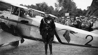 Georges Guynemer (1894-1917). Dès le début de la guerre, il souhaite s'engager. Trop chétif, les médecins militaires le déclarent inapte. Déterminé, il se rend à l'école d'aviation de Pau. (ARMÉE DE L'AIR)