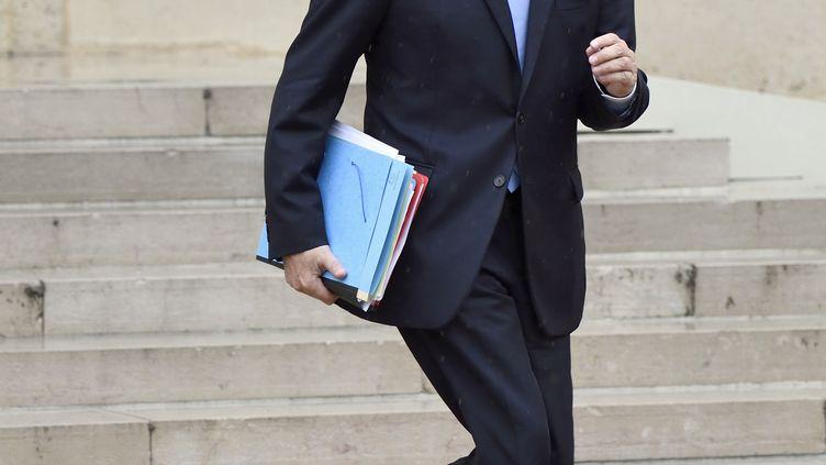 Le ministre des Affaires étrangères, Laurent Fabius, à l'Elysée, à la sortie du Conseil des ministres, le 21 mai 2014. (ERIC FEFERBERG / AFP)