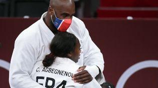 Les judokasTeddy Riner et Clarisse Agbégnénou aux Jeux olympiques de Tokyo, le 31 juillet 2021. (FRANCK FIFE / AFP)