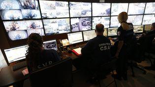 Centre de contrôle de la surveillance urbaine (CSU), le 26 avril 2016, à Nice. (VALERY HACHE / AFP)