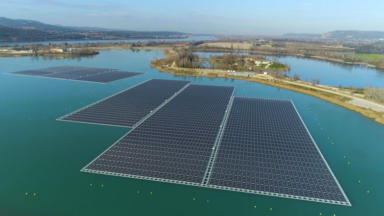 Panneaux solaires flottants, près d'Avignon. (SUNSTYLE)