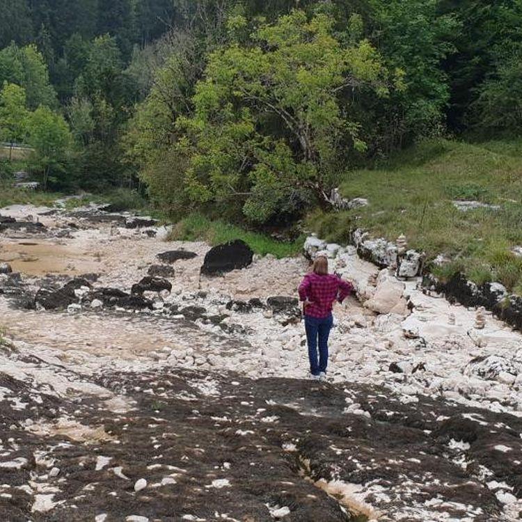 Le site naturel du défilé d'Entre-Roches, dans la commune de Ville-du-Pont, dans le Doubs, asséché et couvert de pierres, le 15 septembre 2018. (PASCAL REILE)