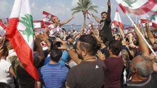 Des manifestantsdans les rues de Tyr, Liban, dimanche 21 octobre. (MAHMOUD ZAYYAT / AFP)