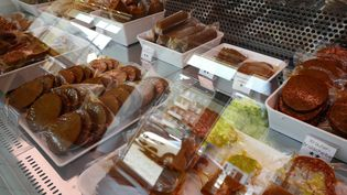 Produits vegan dans un restaurant de Berlin, le 29 avril 2016. (JOHN MACDOUGALL / AFP)