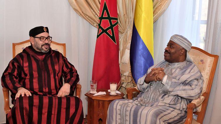 La photo officielle diffusée par Rabat après la visite du roi Mohamed VI au président Ali Bongo Ondimba, à l'hôpital militaire de la capitale marocaine, le 3 décembre 2018. (HANDOUT / MOROCCAN ROYAL PALACE)