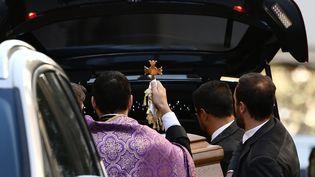 Après la cérémonie des obsèques de Charles Aznavour, le 6 octobre, en l'Eglise arménienneSaint-Jean-Baptiste à Paris.  (PHILIPPE LOPEZ / AFP)