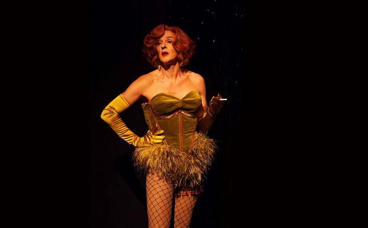 Charlène Duval interprète tout à tour Marlène Dietrich, Jésur Christ ou même la Mort  (Flora Fanzutti)