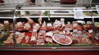 Un rayon boucherie d'un supermarché àHérouville-Saint-Clair (Calvados), le 26 février 2013. (CHARLY TRIBALLEAU / AFP)