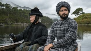 "Ali Fazal et Judi Dench dans ""Confident royal"", Stephan Frears  (Focus Features / Peter Mountain)"