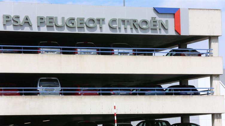 (Le groupe PSA, ici à Sochaux, affiche une belle performance en Europe mais un repli de ses ventes mondiales © MaxPPP)