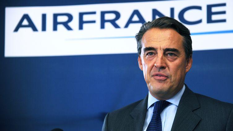 Le PDG d'Air France Alexandre de Juniac, le 28 septembre 2014, lors d'une conférence de presse à Paris. (DOMINIQUE FAGET / AFP)