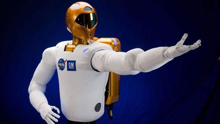 R2 a sous son casque une caméra lui permettant d'interagir avec son environnement (Nasa)