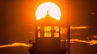 Lever de soleil dans la ville deScarborough (Royaune-Uni). (ANDREW MCCAREN/SIPA)