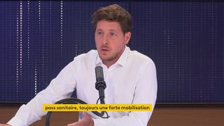 Julien Bayou, secrétaire national EELV, invité du 8h30 franceinfo le 23 août 2021. (CAPTURE D'ECRAN FRANCEINFO)