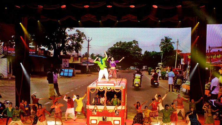 """Photo de """"Bharati 2"""", publiée sur la page Facebook du spectacle en février 2016 (© GREG ALEXANDER)"""