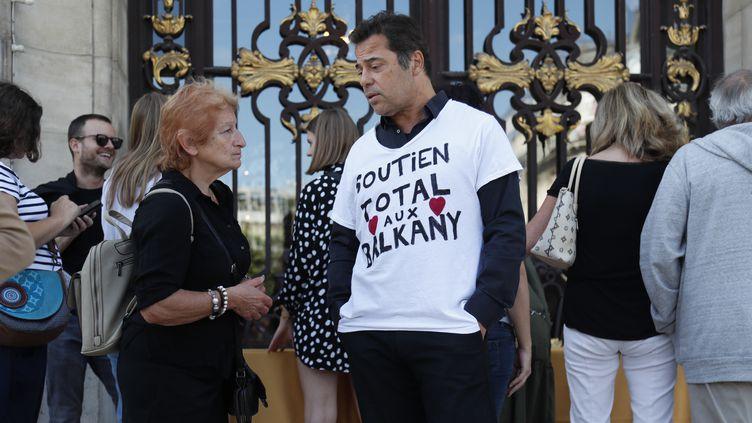 Rassemblement de soutien aux Balkany devant la mairie de Levallois-Perret (Hauts-de-Seine), le 14 septembre 2019. (ZAKARIA ABDELKAFI / AFP)