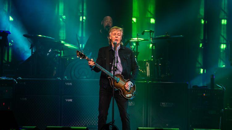 Paul McCartney sur scène à Londres, en décembre 2018. (ALBERTO PEZZALI / NURPHOTO)
