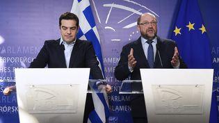 Le Premier ministre grec Alexis Tsipras et le président du parlement européen, l'Allemand Martin Schultz, à Bruxelles, le 13 mars 2015. (JOHN THYS / AFP)