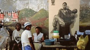 Une Pieta moderne dans les rue de Soweto en 2002.  (Ernest Pignon-Ernest / France 3 Limousin)