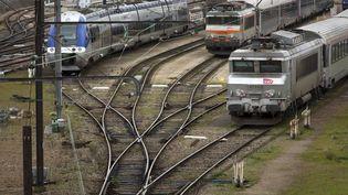 Des trains en gare d'Orléans (Loiret), le 4 avril 2018. (ROBERT KLUBA / REA)