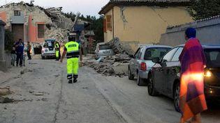 Une rue détruite àAmatrice (région du Latium, Italie), le 24 août 2016, après le séisme de magnitude 6,2. (REUTERS)